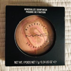 MAC Light Year Mineralize Skinfinish - LE Rare